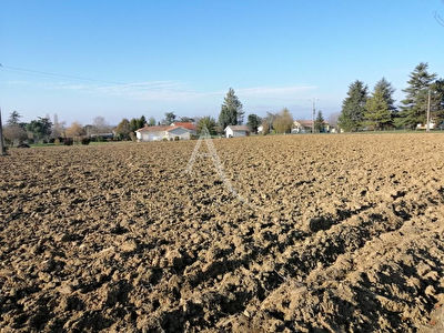 Terrain constructible 1569 m² - Monségur